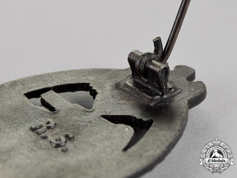 Panzer Assault Badge, in Bronze, by R. Souval Detail