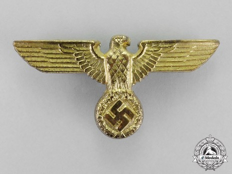 Kriegsmarine 1st Pattern Gilt Metal Cap Eagle Insignia Obverse