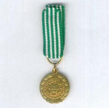 Miniature Gold Medal (for 30 Years, 1971-) Obverse