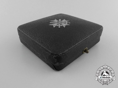War Merit Cross I Class with Swords Case of Issue, by Klein & Quenzer Exterior