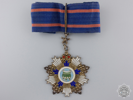 Order of Precious Tripod, V Class Commander Obverse