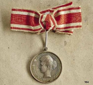 Medal for Female Merit, Type II, Silver Medal