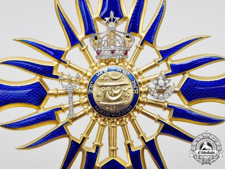 Royal Family Order, Grand Cross Breast Star