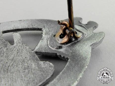 Panzer Assault Badge, in Silver, by Steinhauer & Lück Detail