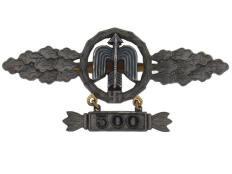 """Short-Range Day Fighter Clasp, in Gold (with """"500"""" pendant) Obverse"""