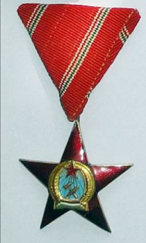 Order of Merit of the Hungarian People's Republic, Medal of Merit in Gold Obverse