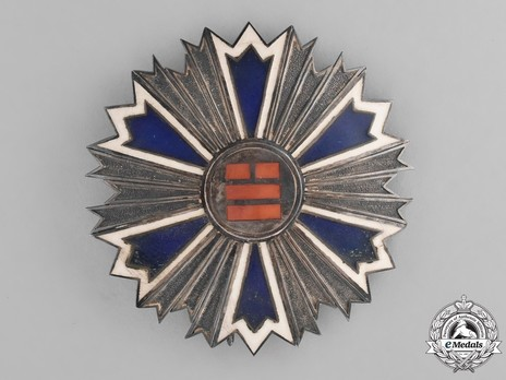 Order of the Eight Trigrams, II Class Breast Star Obverse