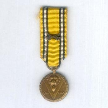 Miniature Bronze Medal (with crossed sabres clasp) Obverse