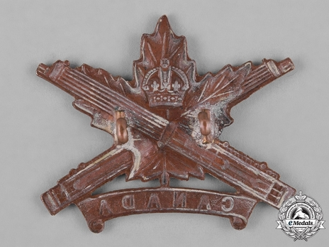 Machine Gun Corps General ServiceOfficers Cap Badge (with Maple Leaf Design) Reverse