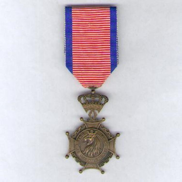 Bronze cross o12