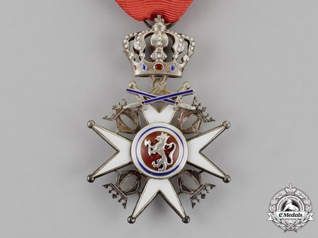 Order of St. Olav, Knight II Class, Military Division Obverse