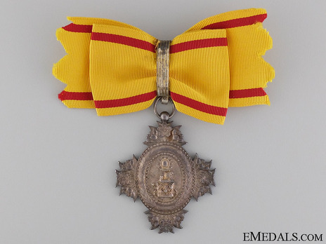 Order of the Sacred Crown, VIII Class Obverse