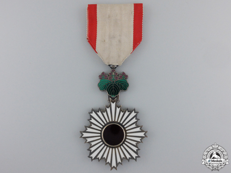 Order of the Rising Sun, V Class Obverse