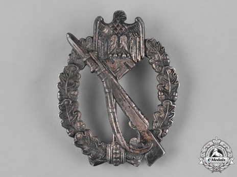 Infantry Assault Badge, by R. Simm (in silver) Obverse