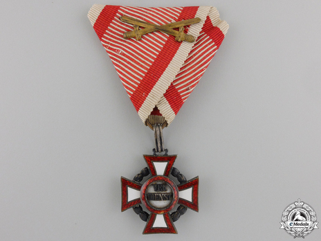 Type II, Military Division, III Class Cross (with swords) Obverse
