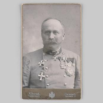 An unknown austro-hungarian officer wears an Albert Order, Officer