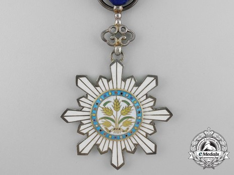 Order of the Golden Grain, VI Class Officer Obverse