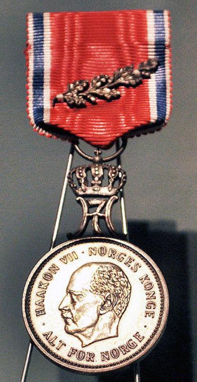 310px st. olavsmedaljen med eikegrein