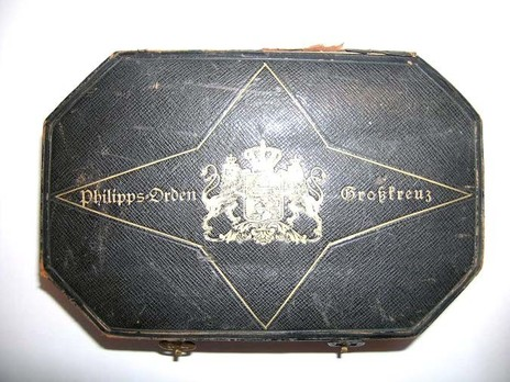 Grand Cross Breast Star Case of Issue Obverse