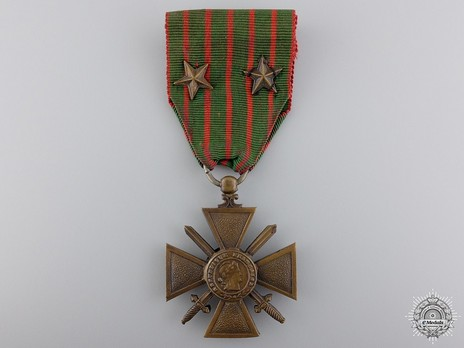 Bronze Cross (with 2 bronze star clasps, 1914-1918) Obverse