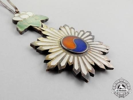 Order of the Taeguk, III Class Neck Badge Reverse