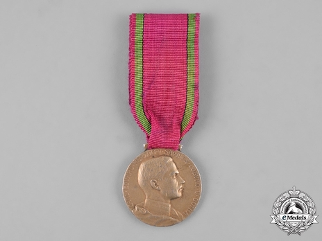 Saxe-Ernestine House Order Medals of Merit, Type IV, Civil Division, in Gold (in silver gilt)