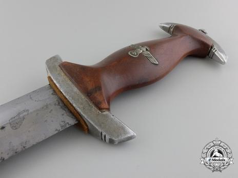 NPEA Leader Dagger with Chain Hanger Obverse Grip