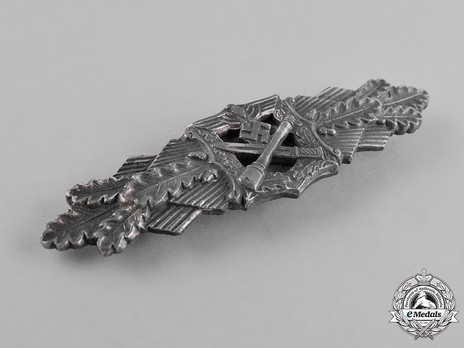 Close Combat Clasp, in Silver, by Hymmen Obverse
