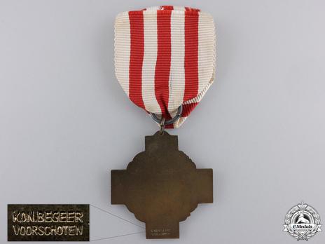 """Bronze Cross (stamped """"KON.-BEGEER VOORSCHOTEN"""") Reverse and Reverse Detail"""
