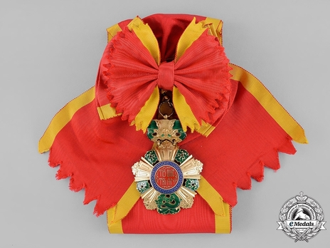 National Order of Vietnam Grand Cross Badge Obverse