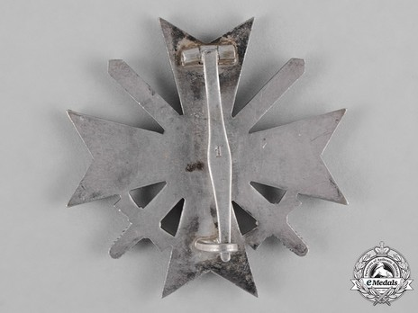 War Merit Cross I Class with Swords, by Deschler (1) Reverse