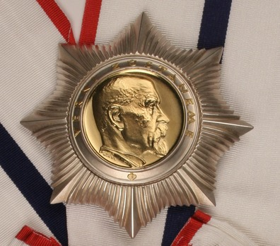 Order of Tomáš Garrigue Masaryk, Type II,  I Class Breast Star Obverse