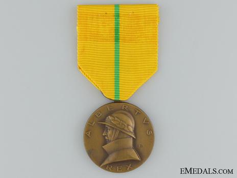 """Commemorative Medal for the Reign of King Albert I (stamped """"V.D."""") Obverse"""