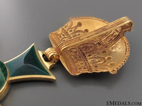 Type II, Commander (in gold) Detail