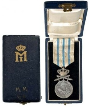II Class Medal (for Navigation Personnel, with swords, 1937-1947) Case of Issue (by Monetaria Nationala) Exterior and Interior