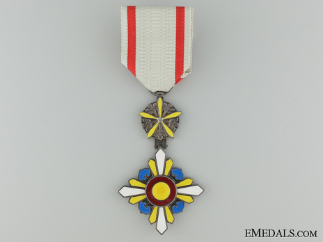 Order of the Auspicious Clouds, VI Class Obverse