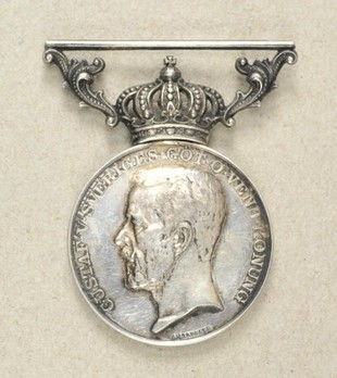 8th Size Silver Medal On Ribbon Obverse
