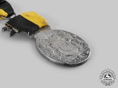 """Duke Carl Eduard Medal, Type II, Military Division, in Silver (with """"1914"""" with swords clasp & stamped """"L.CHR.LAUER NURNBERG"""") Reverse"""
