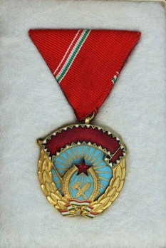 Order of the Red Banner of the Hungarian People's Republic, Type I Obverse