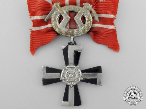 Order of the Cross of Liberty, IV Class Cross, Military Division (1941) Obverse