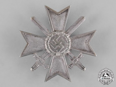 War Merit Cross I Class with Swords, by Deschler (1) Obverse