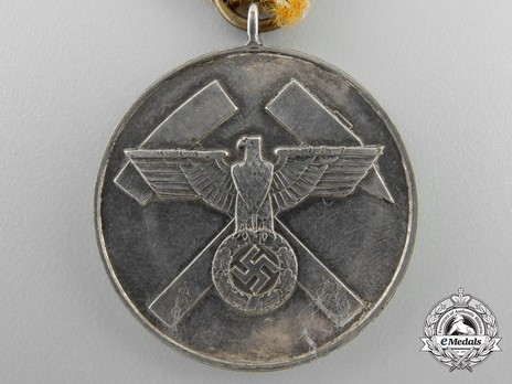 Mine Rescue Service Decoration, Type III (in silvered bronze) Obverse