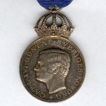 "8th Size Silver Medal on Blue Ribbon (Carl XVI Gustaf stamped ""MV A10"") Obverse"