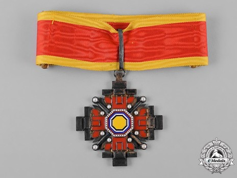 Order of the Pillars of the State, III Class Commander Obverse
