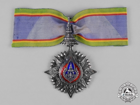 Order of the Crown of Thailand Knight Grand Commander (II Class) Obverse