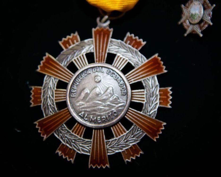 Medalla orden nacional al m%c3%a9rito %28ecuador%29