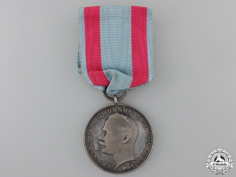 General Honour Decoration, Type III (for bravery) (in silver) Obverse