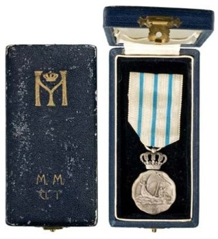II Class Medal (for Navigation Personnel) Case of Issue (by Monetaria Nationala) Exterior and Interior