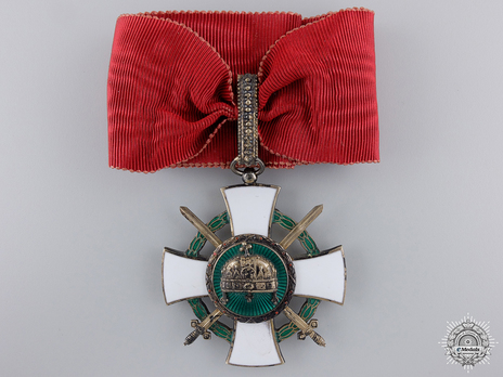 Order of the Holy Crown, Commander, Military Division (with War Decoration) Obverse