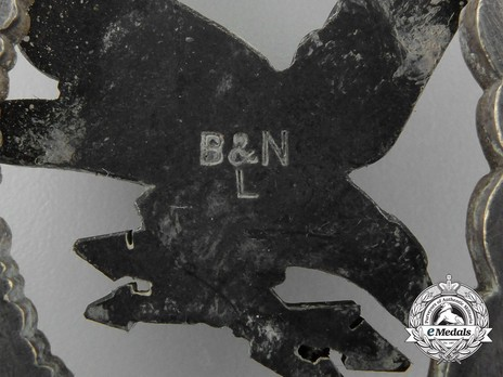 Radio Operator & Air Gunner Badge, by Berg & Nolte Detail